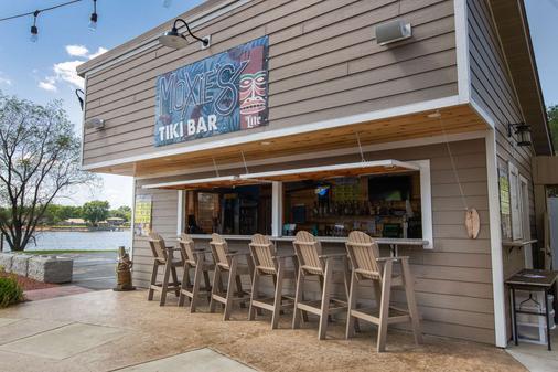 AmericInn by Wyndham La Crosse Riverfront Conference Center - La Crosse - Bar