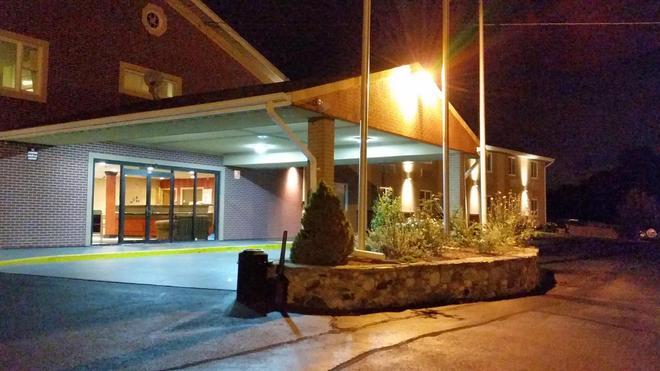 Americas Best Value Inn Foxboro - Foxborough - Edificio