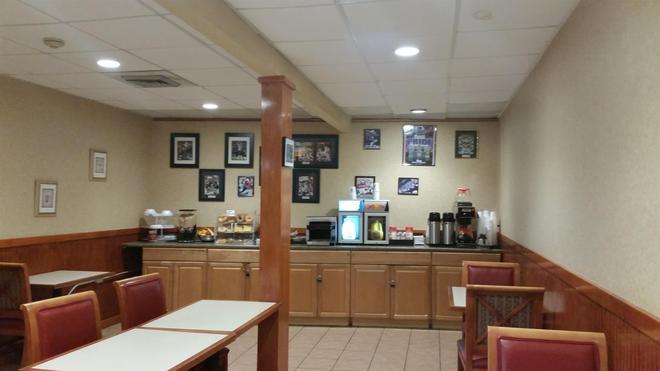 Americas Best Value Inn Foxboro - Foxborough - Bufé