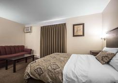 Econo Lodge - Vernon - Bedroom