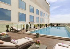 班加羅爾賀巴爾豪生酒店 - 邦加羅爾 - 班加羅爾 - 游泳池