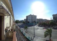 Hostal Maribel Vedado - Havana - Outdoor view