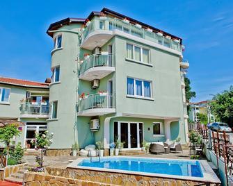 Hotel Amfora - Varna - Building
