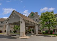 Holiday Inn Hotel & Suites-Milwaukee Airport - Milwaukee - Bangunan