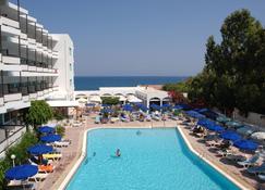 Belair Beach Hotel - Rodas - Piscina