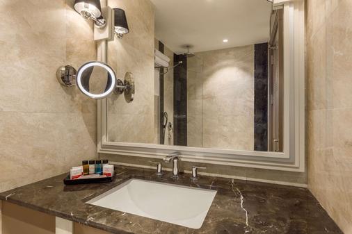 Ramada Hotel & Suites by Wyndham Istanbul Golden Horn - Istanbul - Kylpyhuone