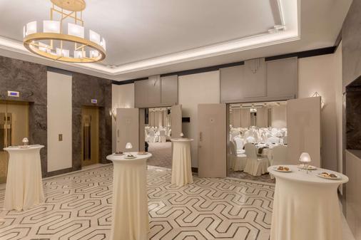 Ramada Hotel & Suites by Wyndham Istanbul Golden Horn - Istanbul - Juhlasali