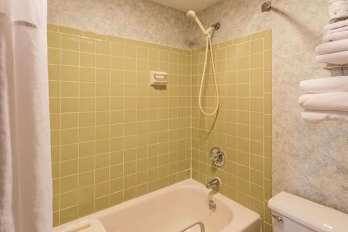 Days Inn by Wyndham Rockford - Rockford - Phòng tắm