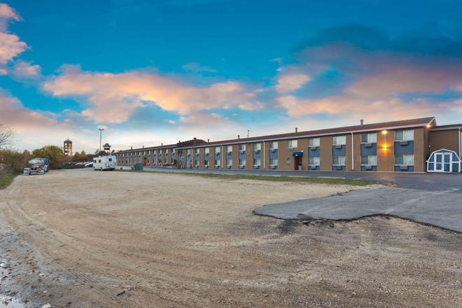 Days Inn by Wyndham Rockford - Rockford - Building