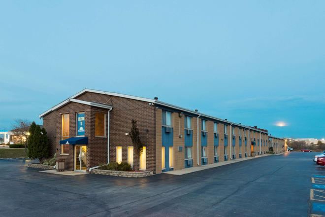 Days Inn by Wyndham Rockford - Rockford - Building