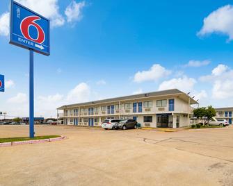 Motel 6 Greenville Tx - Greenville - Building
