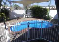 Central Point Motel - Mount Isa - Pool