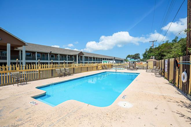 Quality Inn on Aransas Bay - Rockport - Pool