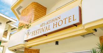 Ati-Atihan Festival Hotel - Pueblo de Calivo - Edificio