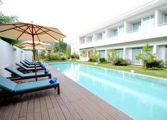 แพรรี่ ฮิลส์ รีสอร์ท - บ้านหมูสี - สระว่ายน้ำ