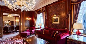 Fairmont Grand Hotel - Kyiv - קייב - חדר שינה