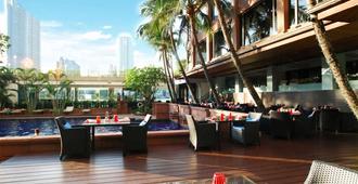 Ramada Plaza by Wyndham Bangkok Menam Riverside - Bangkok - Patio
