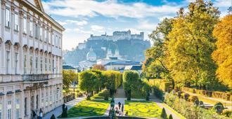 Holiday Inn Salzburg City - Salzburgo - Vista externa