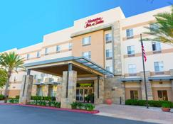 Hampton Inn & Suites Riverside/Corona East - Riverside - Rakennus