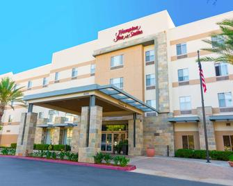 Hampton Inn & Suites Riverside/Corona East - Riverside - Building
