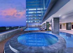 The Alana Hotel And Convention Center - Solo By Aston - Surakarta City - Piscina