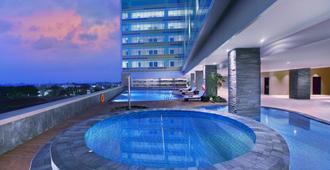 The Alana Hotel & Convention Center Solo By Aston - Surakarta - Uima-allas