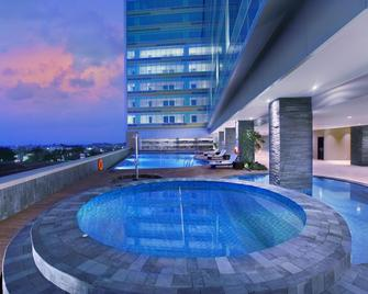 The Alana Hotel & Convention Center Solo By Aston - Surakarta - Zwembad
