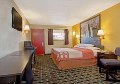 Super 8 by Wyndham Cincinnati OH - Cincinnati - Bedroom
