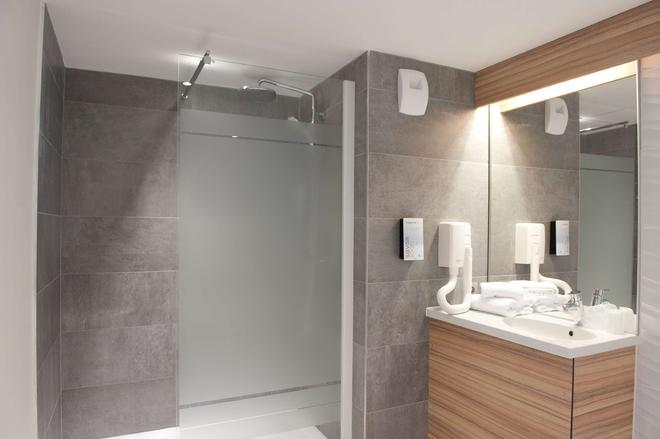 Campanile Limoges Centre - Gare - Limoges - Bathroom