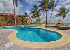 Beaches And Dreams Boutique Hotel - Hopkins - Piscina