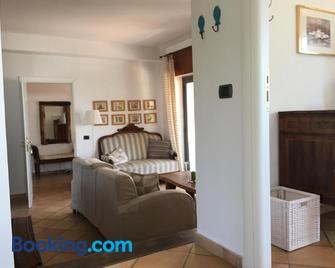 Verde Blu Lakefront Boutique Holiday Apartments Trevignano Romano - Trevignano Romano - Living room