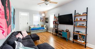 Charming Home Located In The Heart Of Berkeley, Denver - Denver - Wohnzimmer