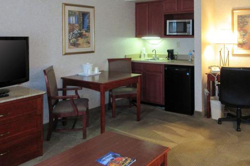 Quality Inn and Suites Albuquerque Downtown - University - Albuquerque - Keittiö