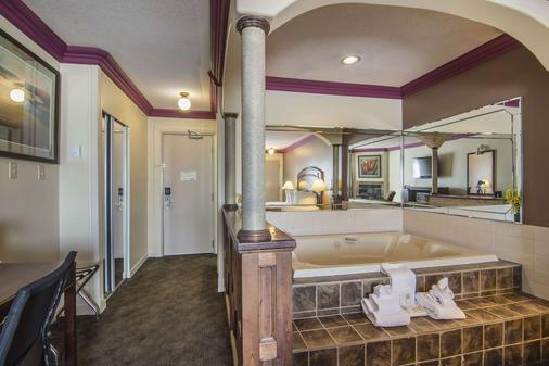 Quality Inn & Suites - High Level - Bathroom
