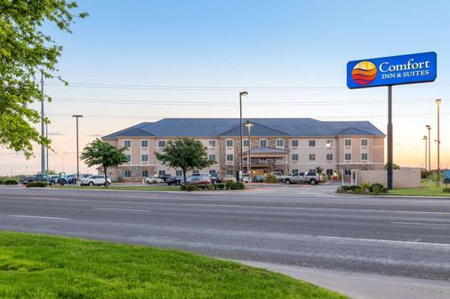 Comfort Inn & Suites Odessa - Odessa - Rakennus