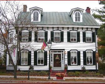 Isaac Hilliard House - Pemberton - Building