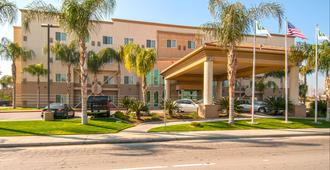 Holiday Inn Express & Suites Bakersfield Central - Bakersfield - Edificio