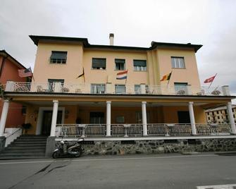 Hotel Dora - Levanto - Building