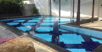 Unawatuna Royal Lotus Villa - Unawatuna - Bể bơi