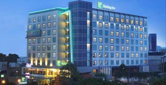 Holiday Inn Bandung Pasteur - Bandung - Rakennus