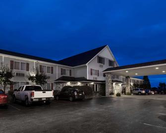 Super 8 by Wyndham St. Ignace - Saint Ignace - Rakennus