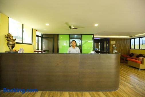 Season 4 Residences - Thiruvanmiyur - Chennai - Front desk