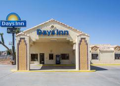 Days Inn by Wyndham Kingman West - Kingman - Building