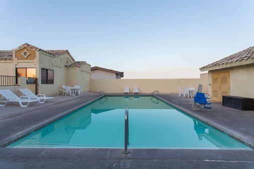 金曼西戴斯酒店 - 京曼 - 金曼 - 游泳池