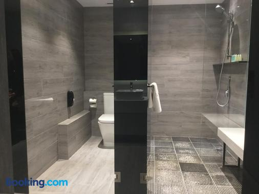 Nathan Hotel - Hong Kong - Bathroom