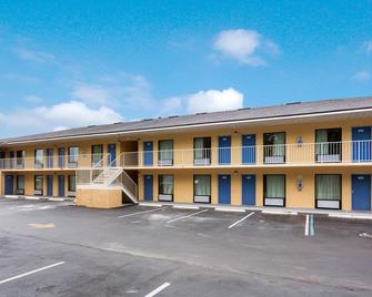 Motel 6 Macclenny, FL - Macclenny - Building