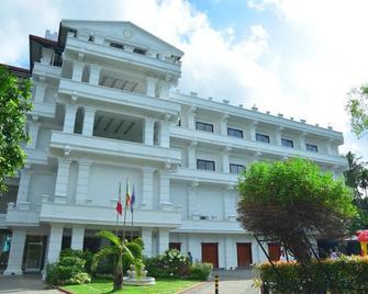 Euro Star Hotel - Gampaha - Building