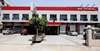 Hotel Yatrik - Prayagraj