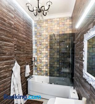 Theatre Boutique Apart-Hotel - Kiev - Bathroom