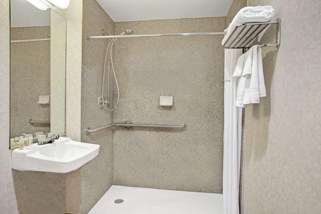 Days Inn Jamaica - JFK Airport - Queens - Phòng tắm